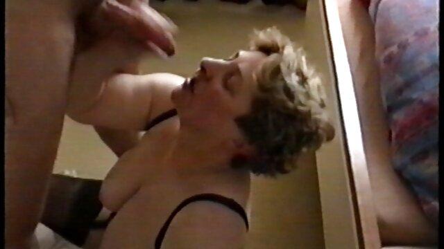XXX sin registro  Hermosa jovencita argentina x video masturbándose