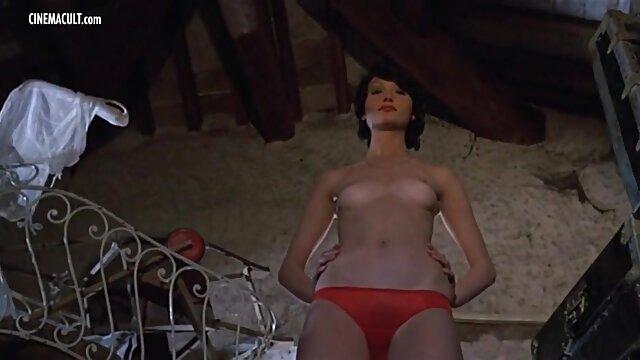 XXX sin registro  Puta asiática se quita la ropa y abre sex webcam argentina su coño peludo y su culo