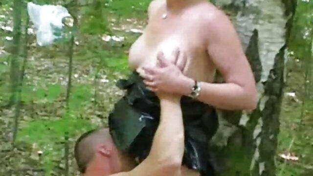 XXX sin registro  Su primera video porno de actriz argentina experiencia de beso lésbico lamiendo el coño duro