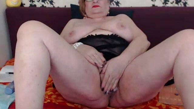 XXX sin registro  Lisa está en el patio para una buena swinger videos argentina mamada