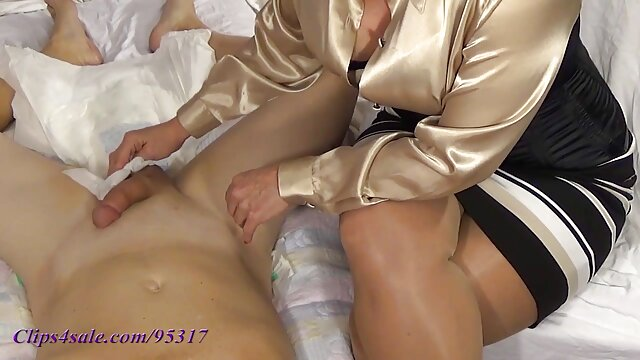 XXX sin registro  Blonde enculee devant sa copine xxx pete argentino qui se branle!