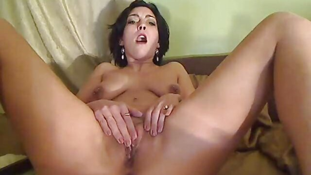 XXX sin registro  Extraño peina a su joven webcam xxx argentina esposa